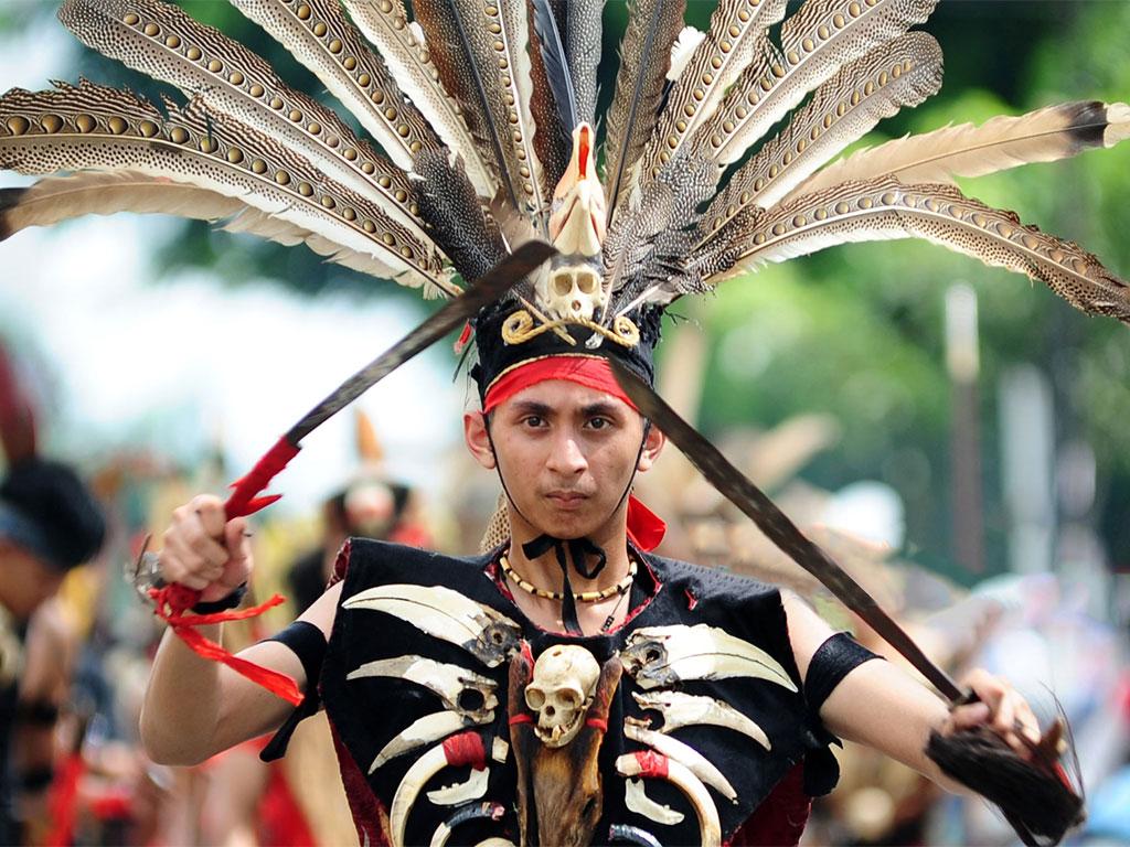 Benarkah Presiden Berlindung dengan Suku Dayak di Ibu Kota Baru ?