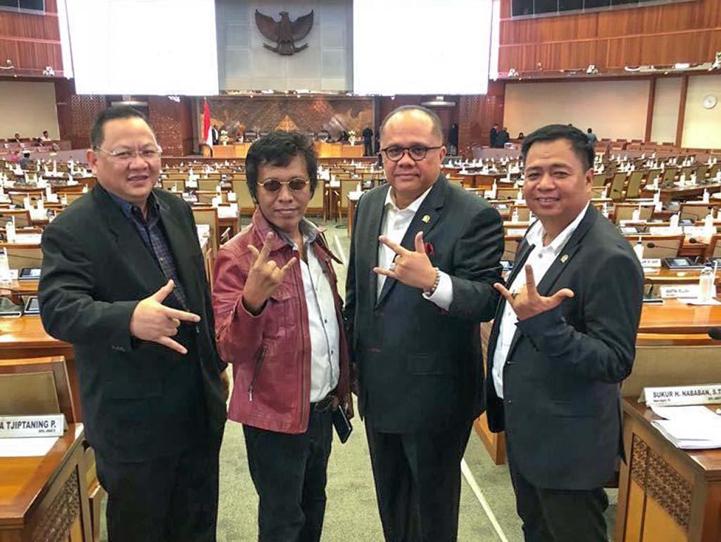 Dayak Petarung di Parlemen (1) Lasarus, Sang Bintang dari Timur Kalbar
