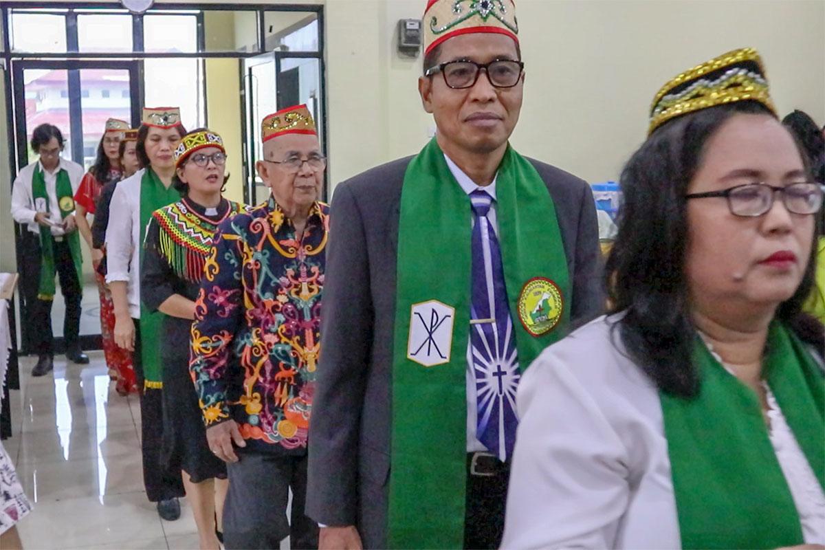 Beribadah dan Beramah-Tamah di Gerejanya Orang Kalimantan di Jakarta